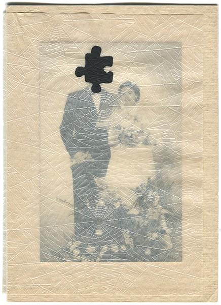 Puzzle , 2013. Photographie, papier toile d'araignée, encre, 32 x 23 cm.