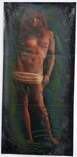 Fossiles/69 #6, 2012. Peinture en bombe, mine de plomb sur poster, 64 x 33 cm.